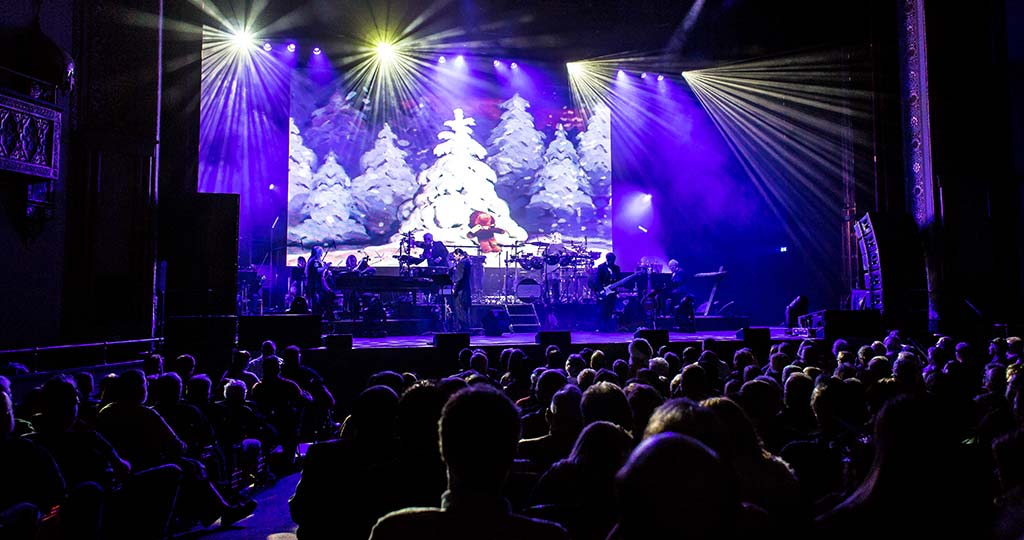 Mannheim Steamroller Christmas Slideshow Thumbnail